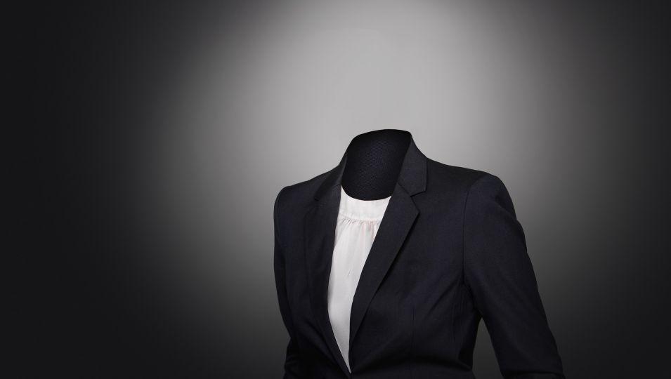 suit-2991514 1920