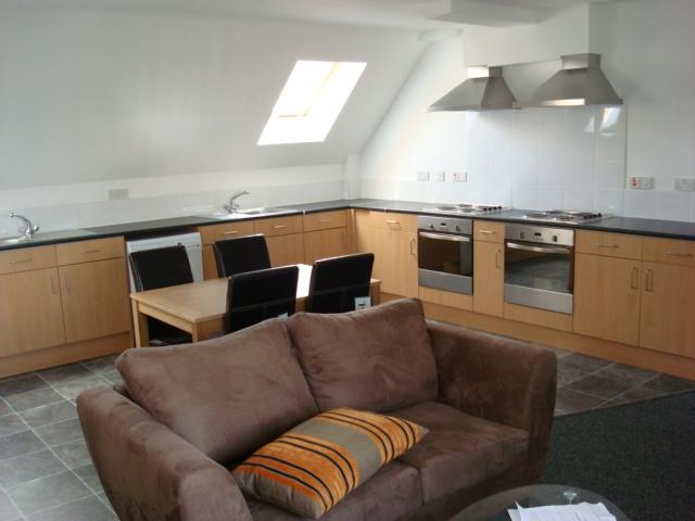 6 bed flat kitchen 1