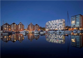 Ipswich Campus, Waterfront building at night 290x202 (2)