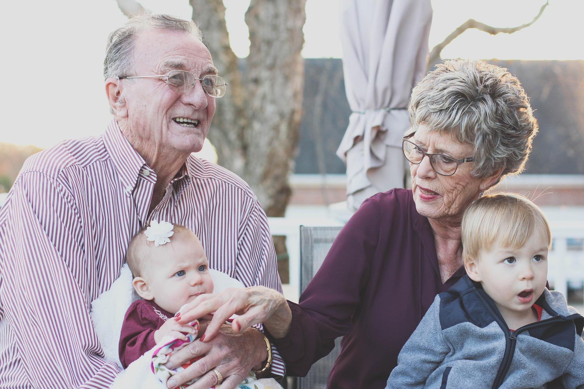 grandparents-1969824 1920 0