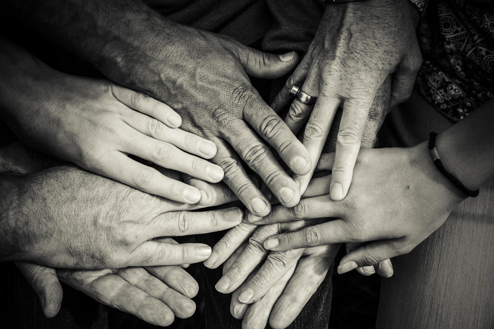 hands-4114905 1920 0