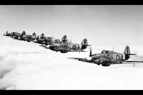 Hawker-Hurricane-II-RAF-1-Squadron-in-formation-02